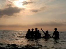 people-in-the-sea-at-the-sunset-1061951-m